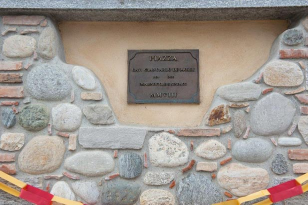 Targa commemorativa della piazza